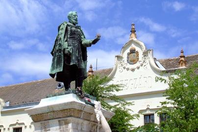 Garay-szobor-Szekszárd