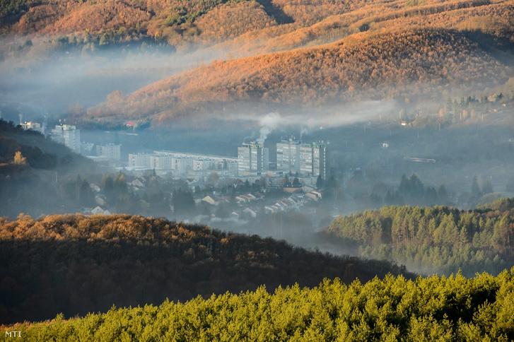 Talajmenti pára és füst Salgótarjánban 2018. november 14-én.