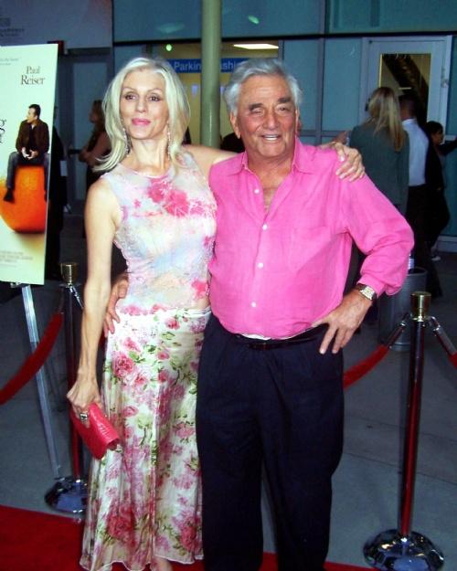 Peter Falk rajongásig szerette a feleségét, Shera Danese színésznőt.