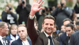 Bradley Cooper már most készül az Oscar-gálás előadására