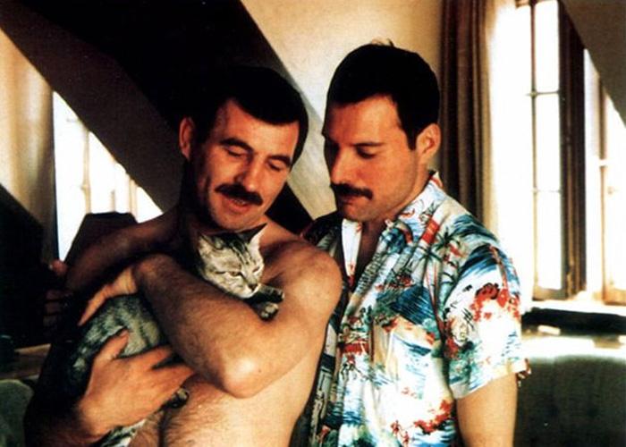 Freddie-nek végre teljes családja lehetett: kis kedvenceit gyermekeiként szerette, élete párjának pedig Jim Huttont választotta.