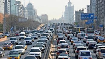 Még mindig nő az autók kőolaj-fogyasztása