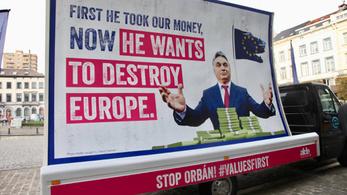 Magyarországra hozza Verhofstadt orbános plakátját a Momentum