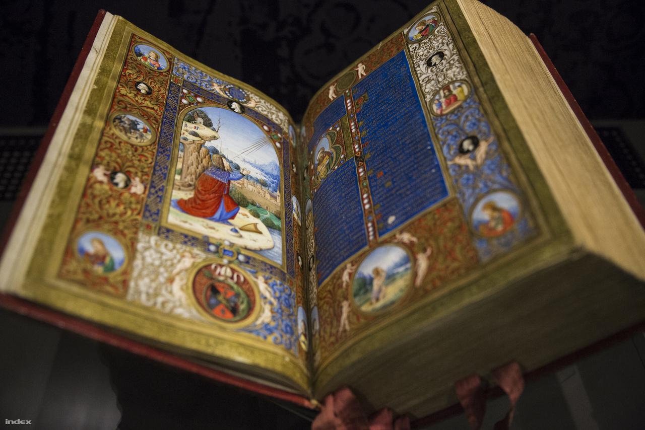Szatmári György pécsi püspök 1510 körül, Firenzében készült breviáriumát a párizsi nemzeti könyvtár gyűjteményéből sikerült a budapesti kiállításra elhozni. A gyönyörű kódex miniátora Boccardino il Vecchio volt, aki bizonyos jelek szerint fiatal korában dolgozott a Corvina könyvtár számára is, az 1480-as évek végén, Budán.