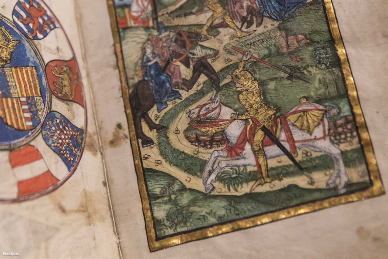 Thuróczy János: A magyarok krónikája (Augsburg, 1488). Az OSZK-ban őrzött kötet a magyarok történetét a kezdetektől Bécsújhely 1487-es bevételéig tárgyalja. Ez már nem kézzel másolt, hanem Augsburgban, Erhard Tardolt nyomdájában nyomtatott könyv, aminek metszeteit valószínűleg Budán színezték. A bemutatott oldalpáron balra Mátyás király birodalmi címere, jobbra pedig a Szent László-legenda egy fejezete látható (a király harca a kun vitézzel).