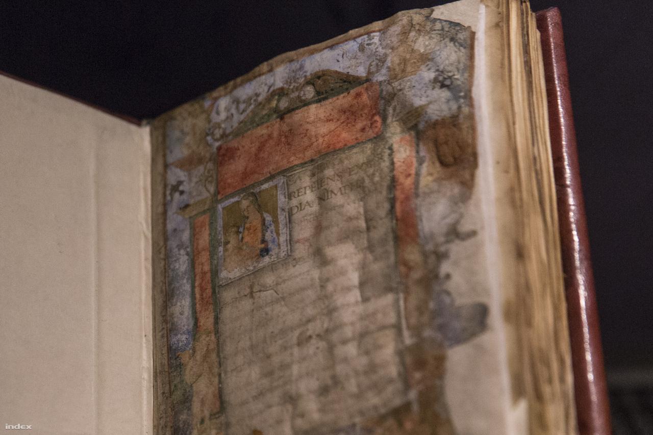 Az OSZK gyűjteményéből való ez az 1488 körül, Rómában készült kódex, Battista Mantovano karmelita szerzetes Szűz Máriáról írott epikus költeménye. A kódex sérült címlapja a gyerekcipőben járó könyvrestaurálás miatt tovább roncsolódott 1949-ben.