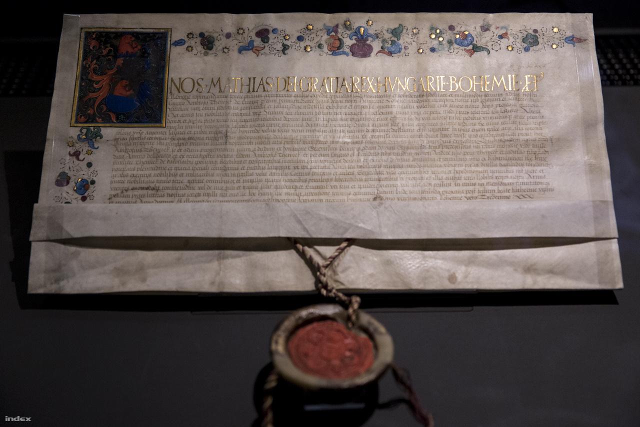 A kutatók számára azért fontosak a különböző hivatalos dokumentumok – mint például ez a címereslevél – mert pontos dátumok szerepelnek rajtuk. A fentebb látható levéllel Mátyás király megerősítette Enyingi Török Ambrus (a törökverő Török Bálint nagyapja) címerét, amit még Zsigmond király adományozott neki. A Budán, 1481. movember 26-án kelt levél díszítését maga Francesco da Castello festette, ez a dokumentum a legfőbb bizonyíték arra, hogy a milánói mester ekkoriban hazánkban járt és Mátyás udvarában alkotott, például a már említett Kálmáncsehi breviáriumot.