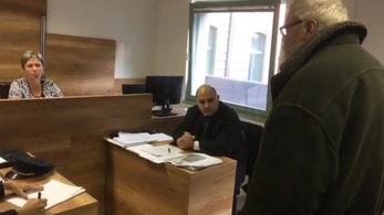 Ismét felmentette a pécsi bíróság a vezetőszáron elővezetett hajléktalant
