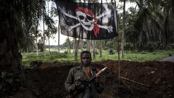 A fegyveres összecsapások árnyékában nehezen bírnak az ebolával