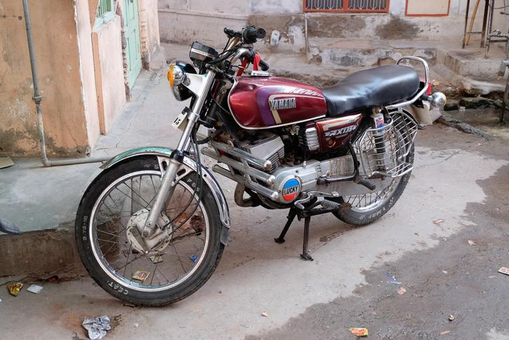 Yamaha RX135. 25 éves, megkérdeztem a tulajt, aki rettentő büszke volt a hibátlan, újszerű motorjára