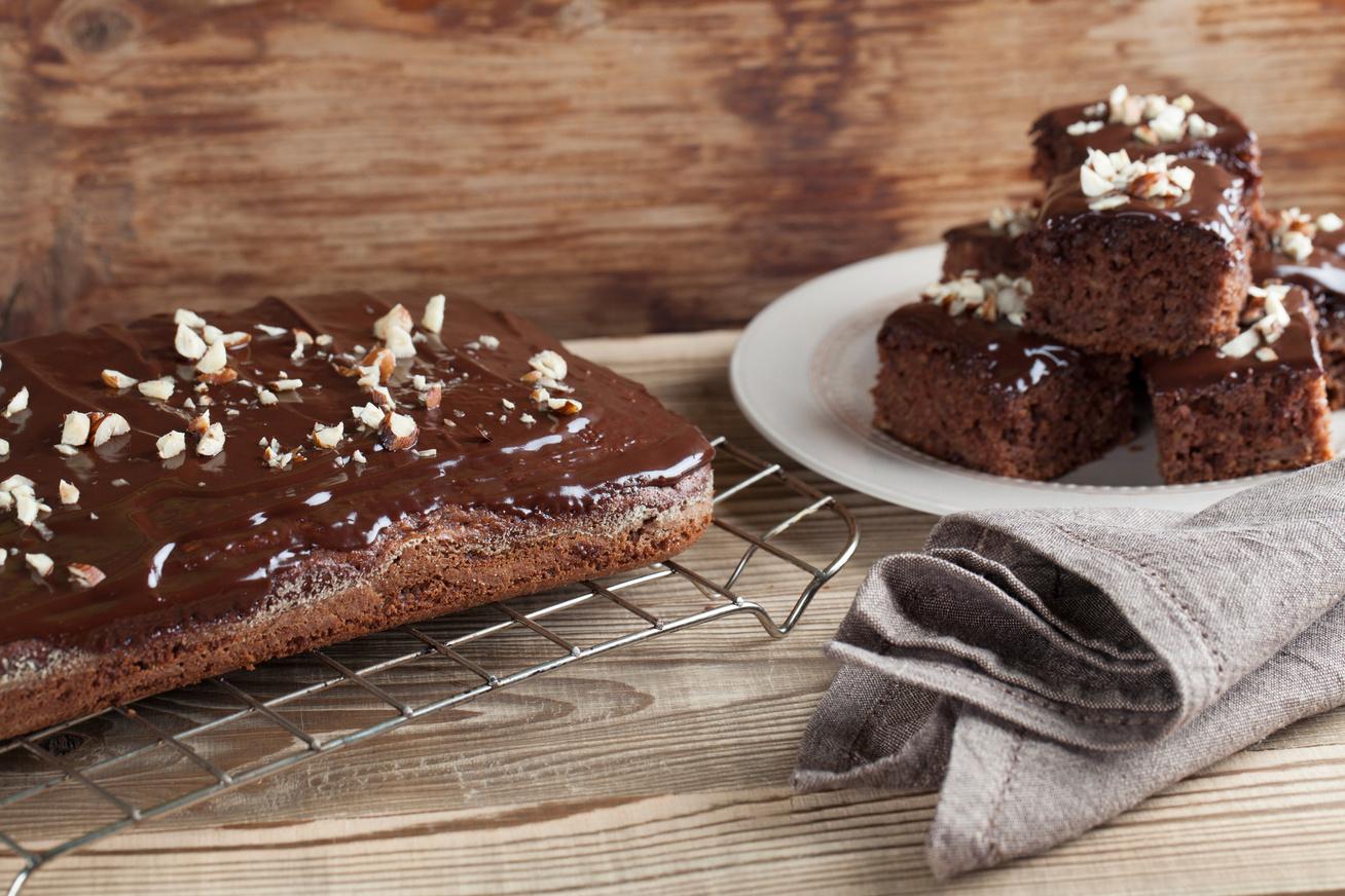 Triplacsokis, tejfölös süti: mérd ki bögrével a hozzávalókat