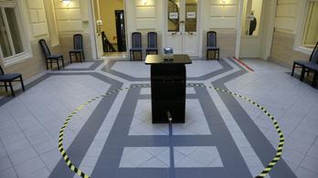 Az NVB nem hitelesítette Hadházy népszavazási kérdéseit