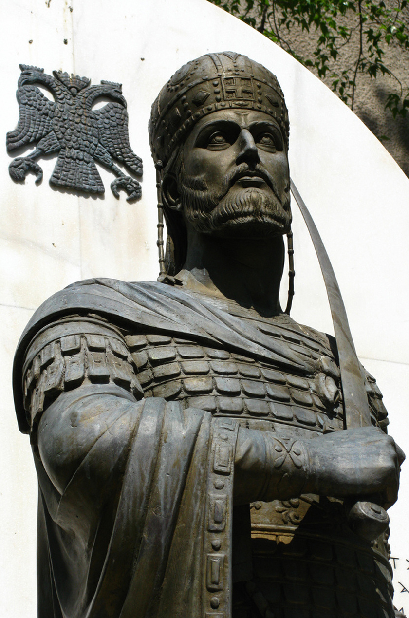 XI. Konstantin szobra