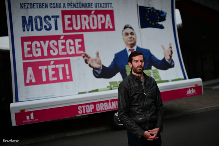 Fekete-Győr András a kamionnal Felcsúton