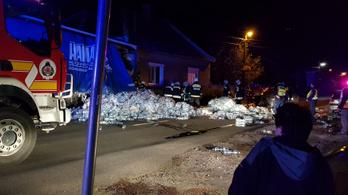 Épp vacsoráztak, amikor a házukba csapódott egy kamion Albertirsán