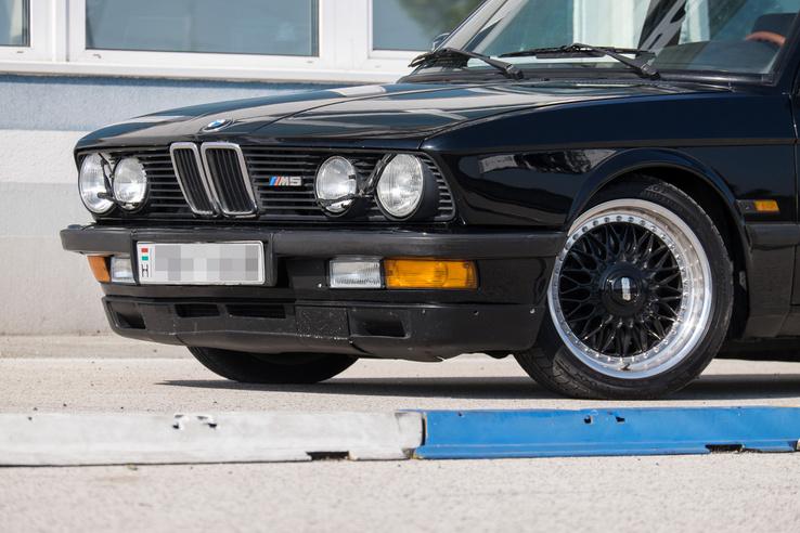 Ki tudja, miért hívják ezeket a BMW-ket Cápának? (Nos, nem azért mert jól úsznak)