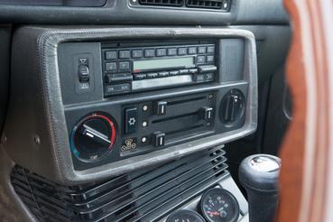 Ha BMW, akkor Bavaria rádió. Ez mondjuk, egy Becker, de szinte stimmel bele