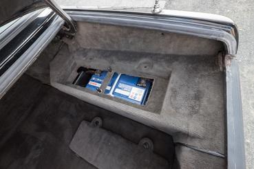 Ez a doboz vagyonokat ér, ha eredeti. Kevés autóban volt, a többségükben szétmállott, reprodukálni nehéz. Ez itt még a sajátja