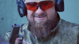 A pisztolyához írt szerelmes levelet a csecsen elnök, letiltotta az Instagram