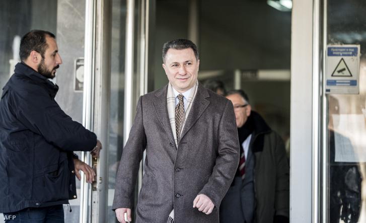 Gruevszki elhagyja a bíróság épületét tárgyalása után Szkopjéban 2017 decemberében.