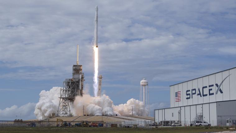 Megépítheti a globális űrinternetet a SpaceX