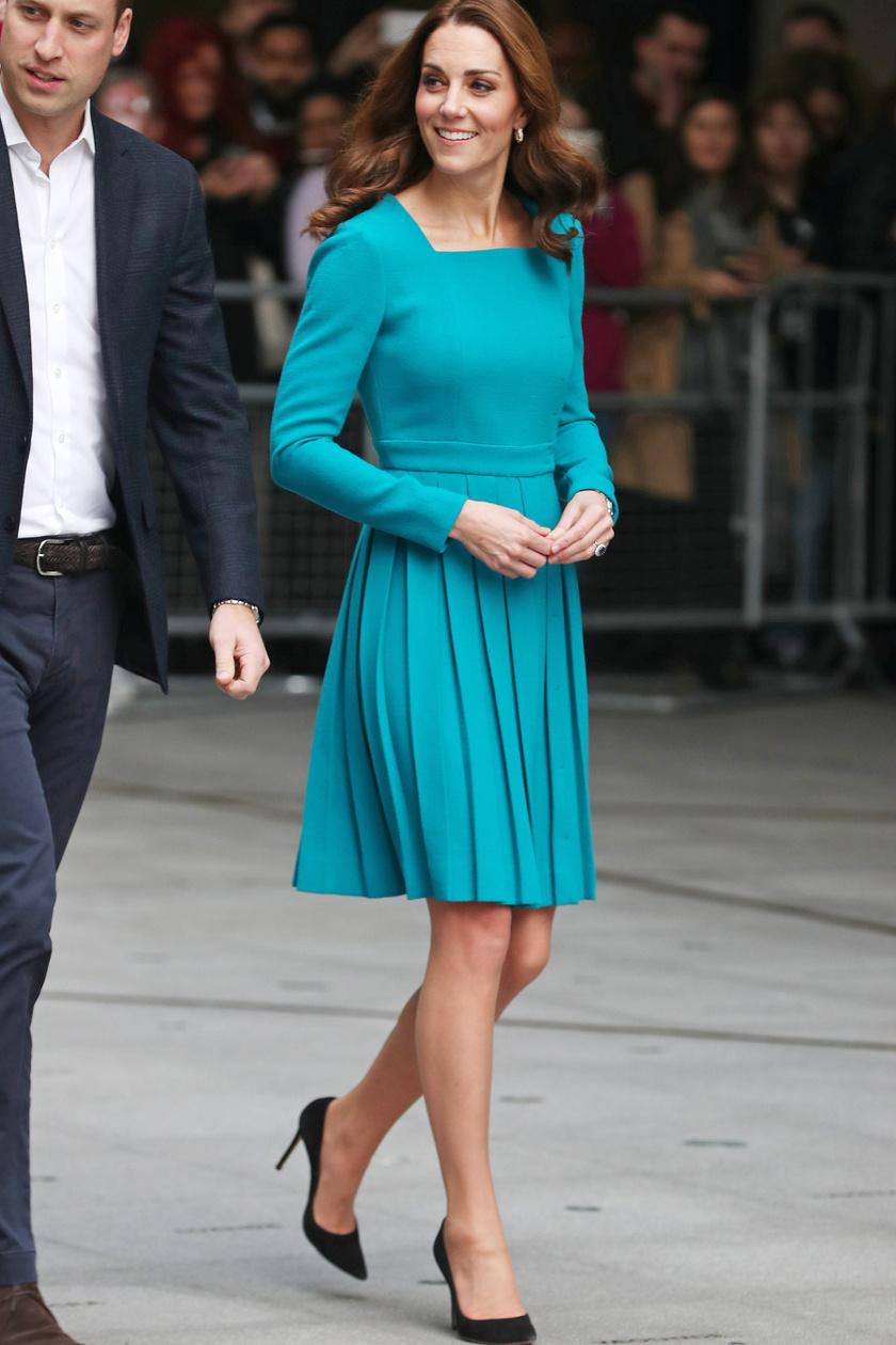 A hercegné, tőle szokatlanul, egy rövid ruhában jelent meg a rendezvényen.