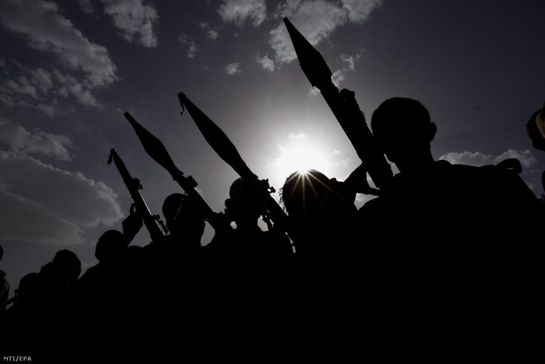 A húszi lázadókat támogató törzsi fegyveresek