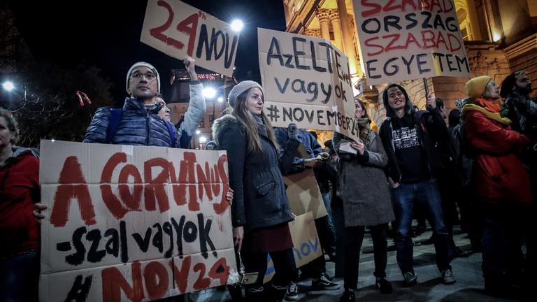Fekete-Győr kiosztotta a rektorokat, tanárokat, orvosokat