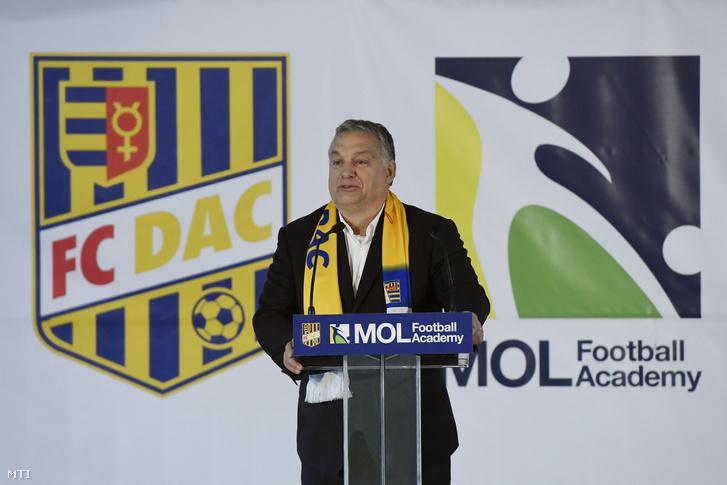 Orbán Viktor beszédet mond a dunaszerdahelyi DAC 1904 futballklub akadémiája, a Mol Labdarúgó Akadémia megnyitó ünnepségén a szlovákiai Dunaszerdahelyen 2018. november 16-án.