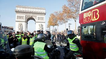 Ötvenezer francia tüntet, hogy ne emeljék az üzemanyag adóját