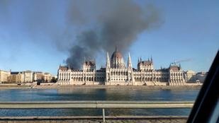 Órákon át égett egy ház tetőszerkezete a Terézvárosban