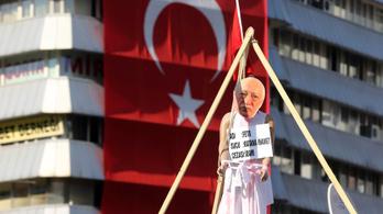 Trump cáfolja, hogy kiadnák Erdogánnak a fő ellenségét