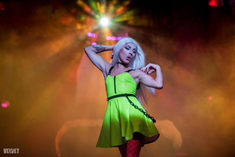 Nincsen melegbuli drag show nélkül, Miasma elő is adott egy számot.