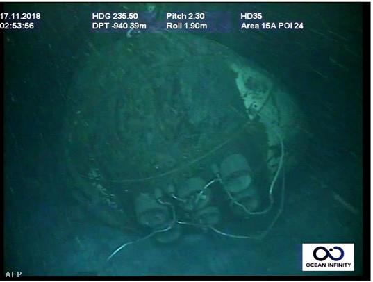 A tengeralattjáró egy vízalatti felvételen