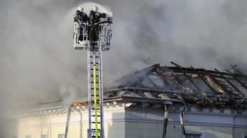 A DK irodái megsemmisültek, Gyurcsány pénzt gyűjt