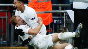 Kane góljával a rájátszásba menekült Anglia