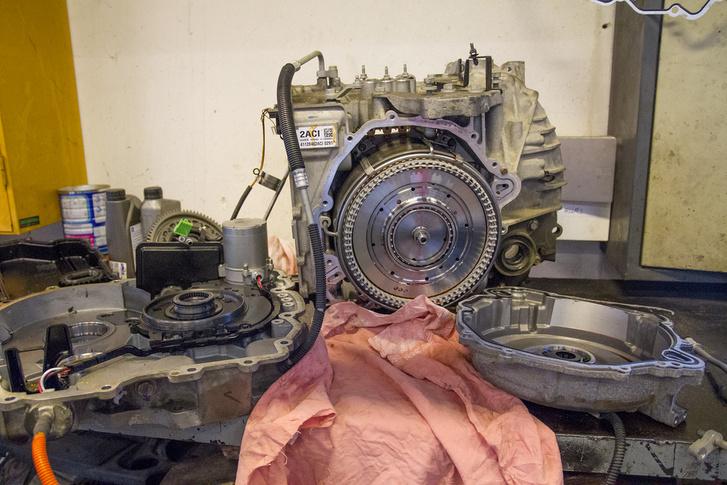 Ampera hajtómű szétszedve, az a kerek tárcsa a villanymotor, made in japan