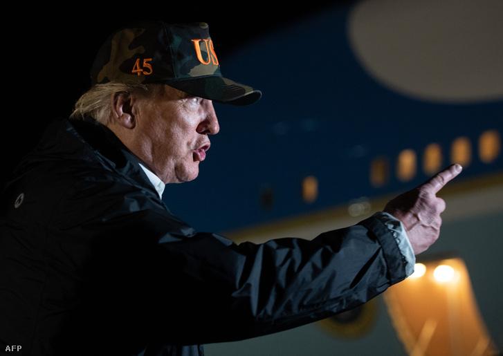 Donald Trump beszél a médiának a Naval repülőtéren, Kaliforniában 2018. november 17-én