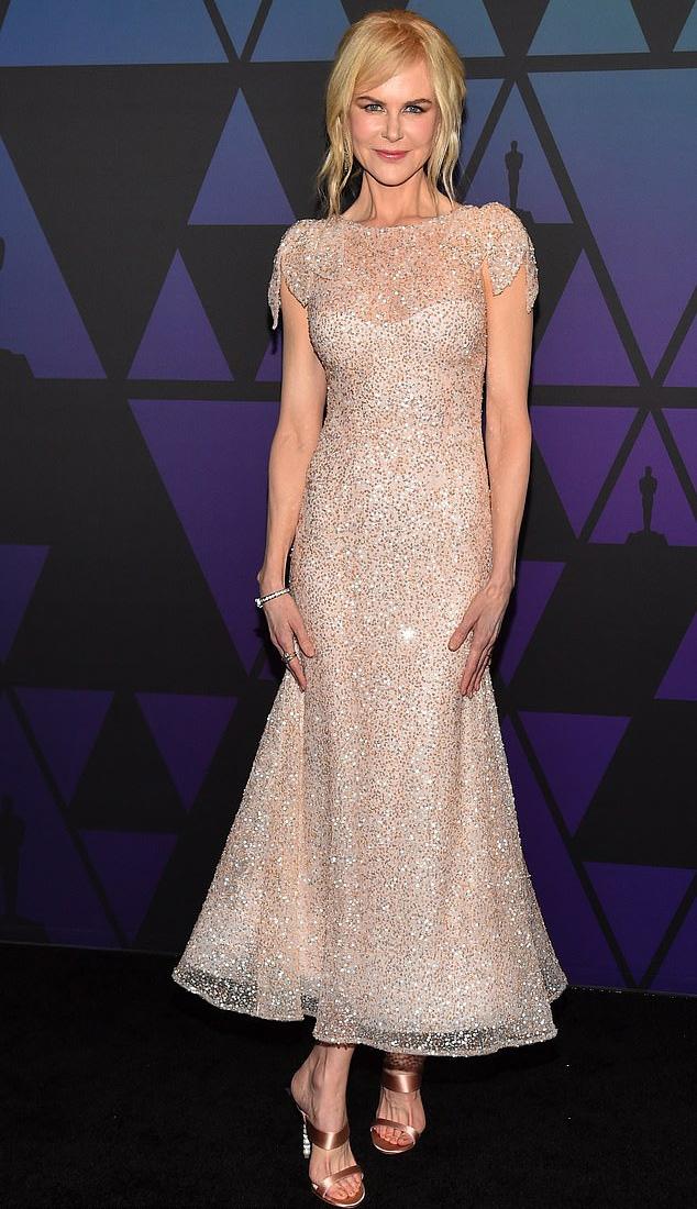 Nicole Kidman mindenkit ámulatba ejtett ezzel a csodaszép ruhával.