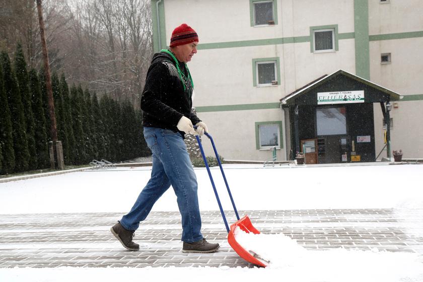 Hangulatos képeken az első hó: ma az ország több pontjára is megérkezett