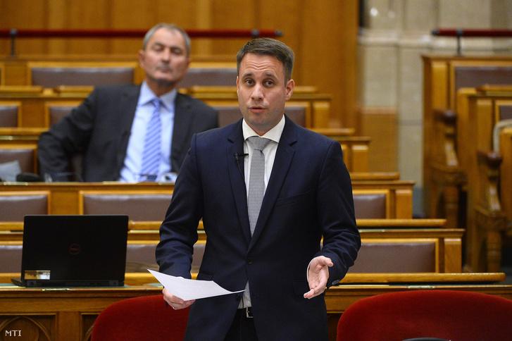 Dömötör Csaba a Miniszterelnöki Kabinetiroda parlamenti államtitkára napirend előtti felszólalásra válaszol az Országgyűlés plenáris ülésén 2018. október 2-án.