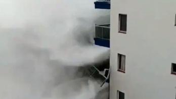 Az erkélyeket verdesték Tenerife hullámai