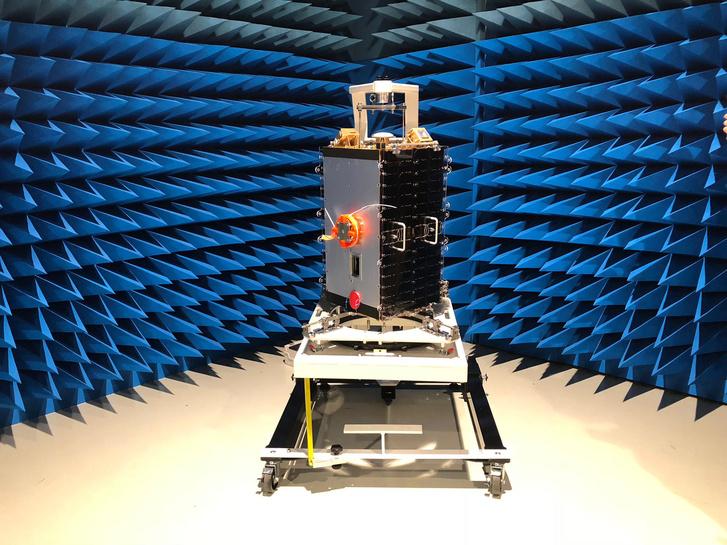 Az ESEO az ESA hollandiai tesztlaboratóriumában, október 19-én
