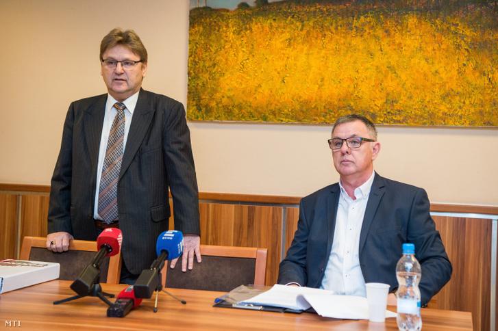 Orodán Sándor, a Magyar Ökölvívó Szakszövetség (MÖSZ) ellenőrző testületének vezetője (b) és Kassai László elnökségi tag a szövetség sajtótájékoztatóján Budapesten, a Magyar Sport Házában 2018. november 19-én.