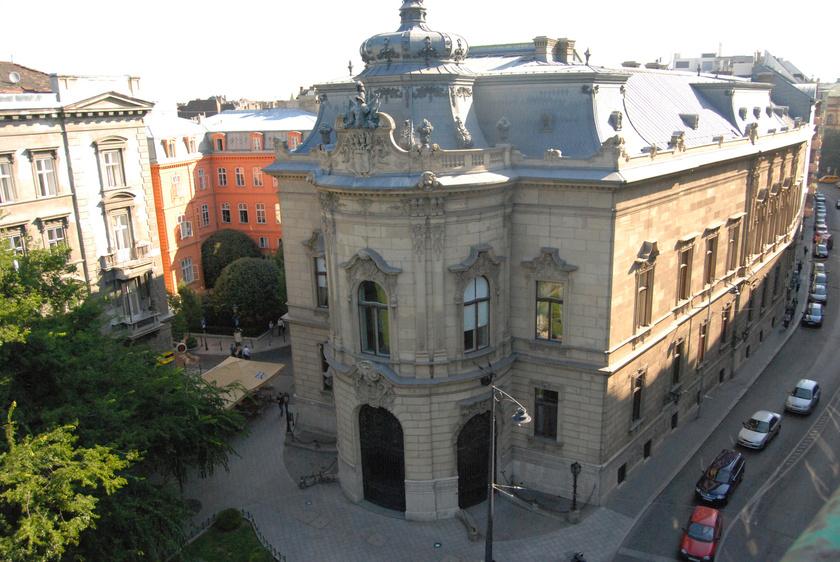 A kívül-belül csodaszép Wenckheim-palotában működik a budapesti Szabó Ervin Könyvtár Központi épülete, mely 2002-ben kapta meg az Europa Nostra-díjat.