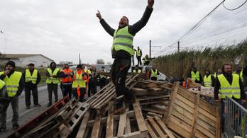 Nagy tüntetéshullámot hozott a francia üzemanyagár-emelés