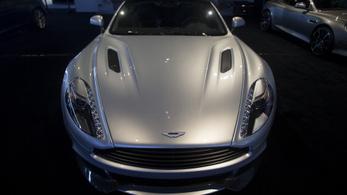 80 millió forintos Aston Martinnal kocsikázik valaki a bécsi magyar nagykövetségről egy osztrák lap szerint