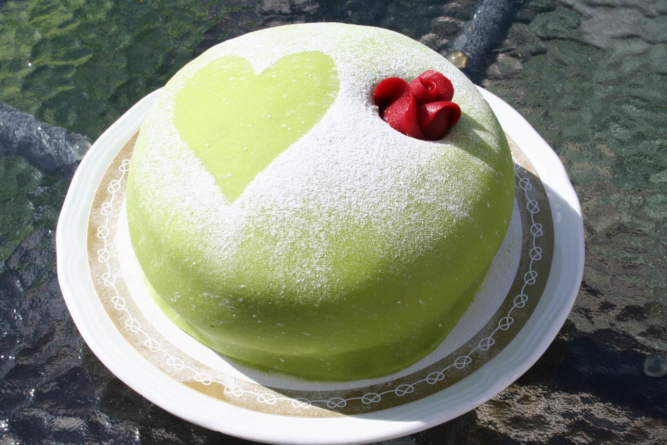 A tökéletes marcipános bevonat: ezzel minden tortát feldobhatsz