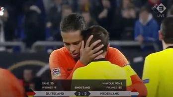 A Liverpool holland sztárja vigasztalta a könnyekben kitörő bírót