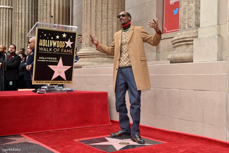 Adásunkat megszakítjuk!                         Snoop Dogg csillagot kapott a Hollywoodi hírességek sétányán.